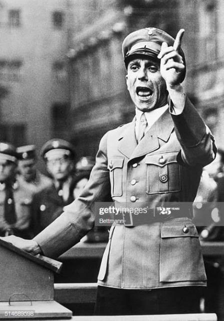 敬礼 ナチス 何故ドイツではナチス式敬礼をしただけで捕まるのでしょうか?